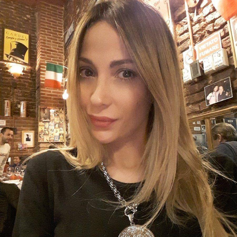 Vanesa Carbone Presentadora Radio TV
